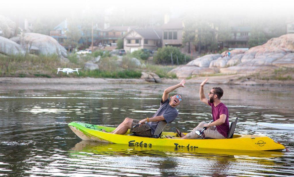 canoeist-taking-selfie-with-breeze-4k-min