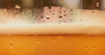 H επιστήμη της μπίρας: Πώς φτιάχνεται και ποιος είναι ο ρόλος της χημείας στη γεύση της